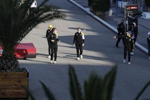 Daniel Ricciardo, Renault F1 and Esteban Ocon, Renault F1 in the paddock