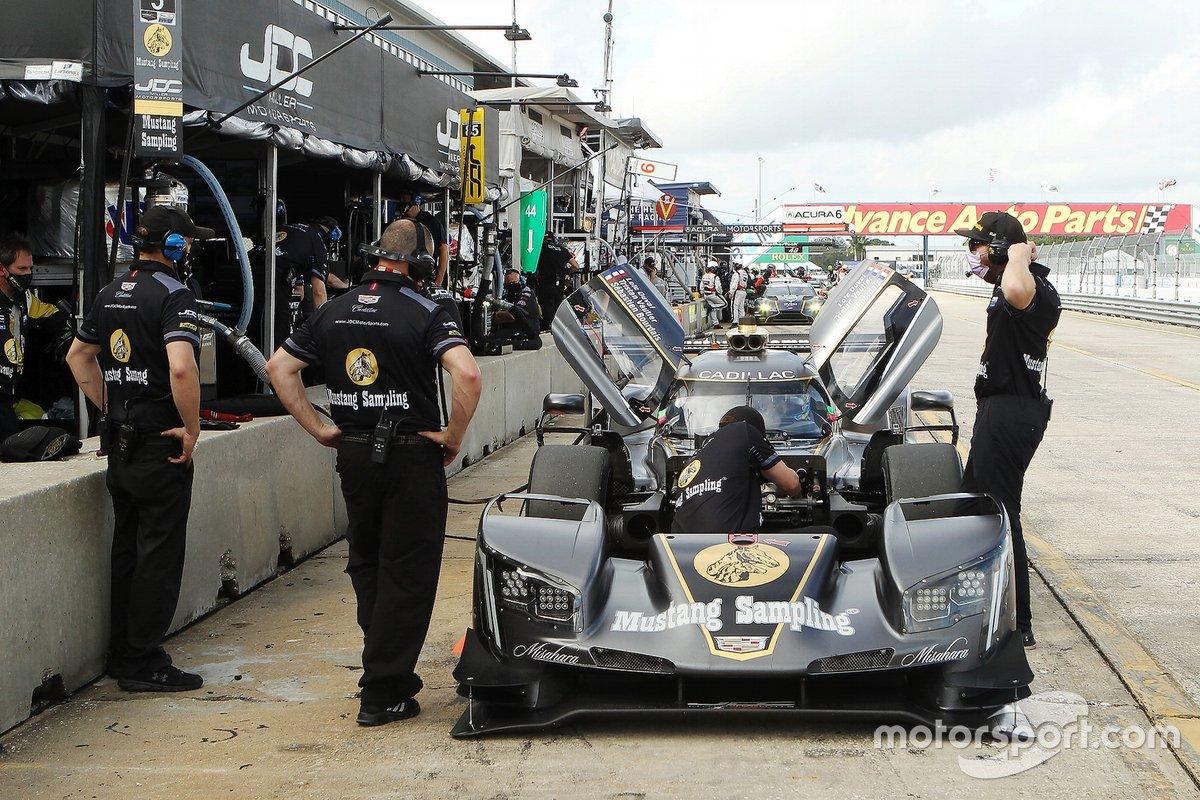 #5 JDC-Miller MotorSports Cadillac DPi: Sebastien Bourdais, Tristan Vautier, Loic Duval crew at work