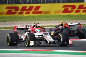 Antonio Giovinazzi, Alfa Romeo Racing C39, Alex Albon, Red Bull Racing RB16