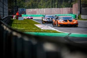 #16 GRT Grasser Racing Team Lamborghini Huracan GT3 Evo: Tim Zimmermann, Emillian Dimitru Galbiati, Clemens Schmid