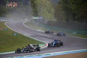 Yuki Tsunoda, AlphaTauri AT02, Fernando Alonso, Alpine A521, Esteban Ocon, Alpine A521, and Sebastian Vettel, Aston Martin AMR21