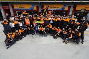 Lando Norris, McLaren, 3rd position, Daniel Ricciardo, McLaren, Andreas Seidl, Team Principal, McLaren, and the McLaren team celebrate