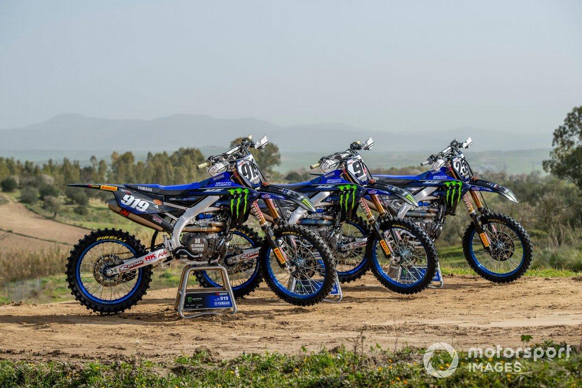 Van links naar rechts: de motoren van Ben Watson, Jeremy Seewer en Glenn Coldenhoff, Monster Energy Yamaha Factory Racing