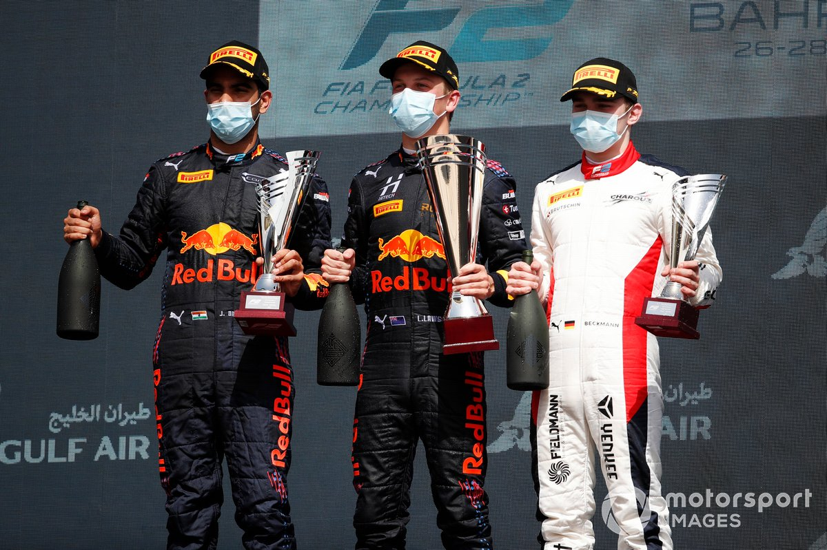 Podio: segundo lugar Jehan Daruvala, Carlin, ganador Liam Lawson, Hitech Grand Prix, y tercer lugar David Beckmann, Charouz Racing System