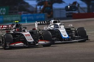 Kevin Magnussen, Haas VF-20, battles with George Russell, Williams FW43