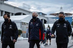 Toyoharu Tanabe, Directeur Technique F1, Honda, Adrian Newey, Technicien en Chef, Red Bull Racing, et Masashi Yamamoto, Manager Général, Honda Motorsport