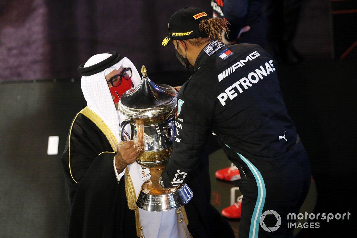 Podio: ganador Lewis Hamilton, Mercedes W12