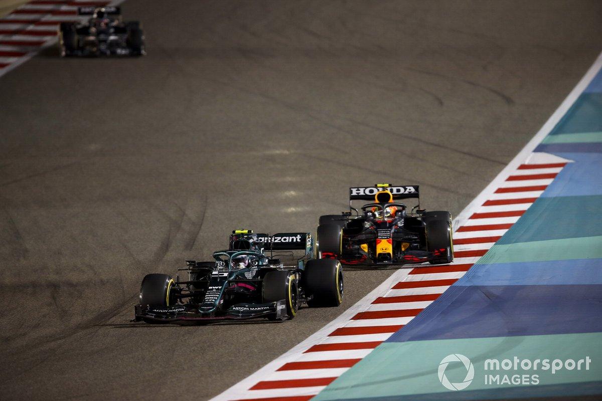 Sebastian Vettel, Aston Martin AMR21, Sergio Pérez, Red Bull Racing RB16B