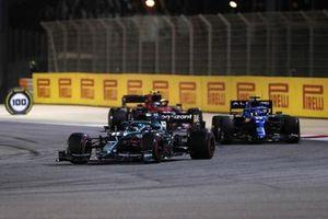 Lance Stroll, Aston Martin AMR21, Fernando Alonso, Alpine A521, and Carlos Sainz Jr., Ferrari SF21