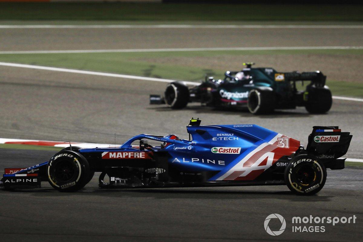 Sebastian Vettel, Aston Martin AMR21, Esteban Ocon, Alpine A521