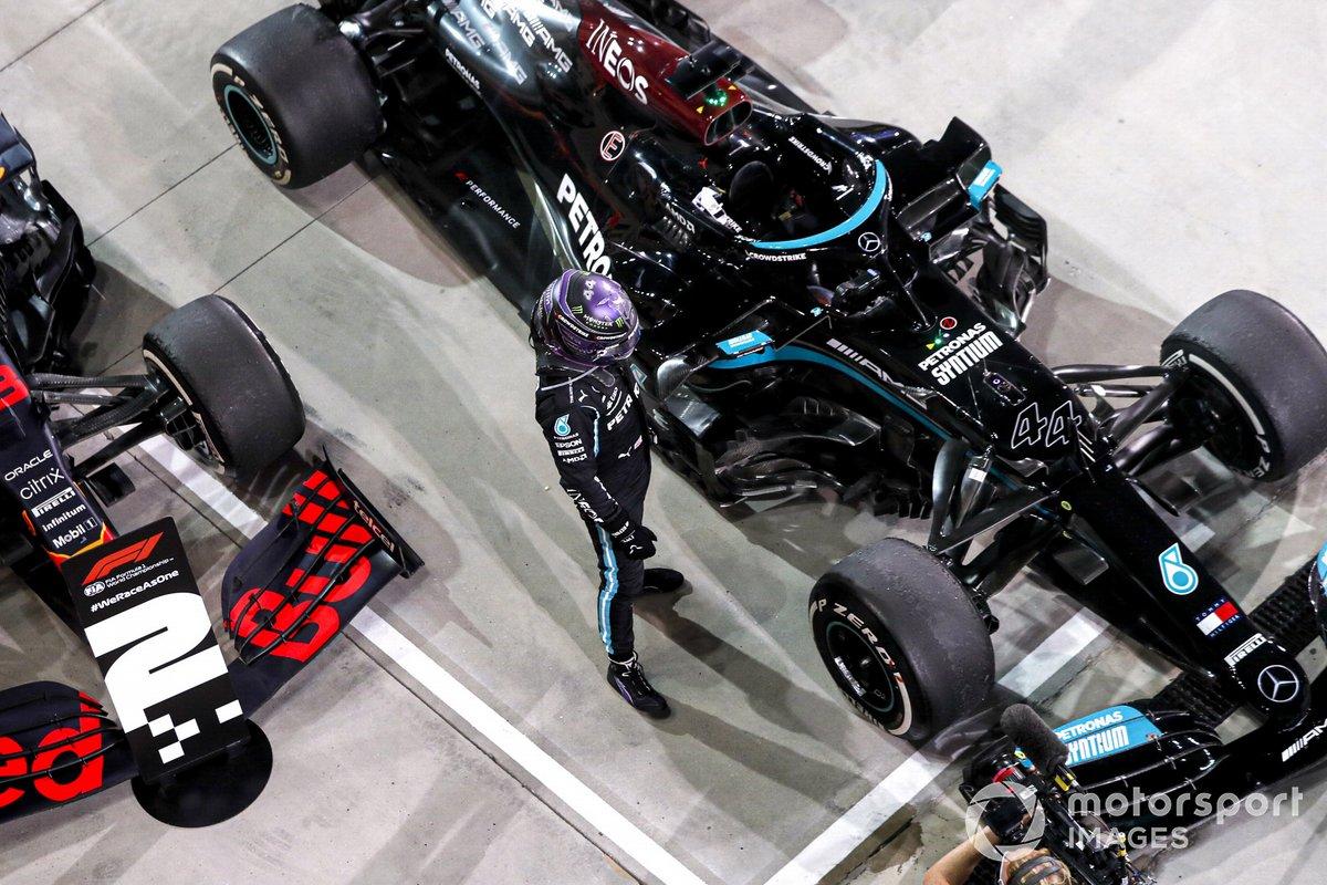 Ganador Lewis Hamilton, Mercedes, celebra en Parc Ferme