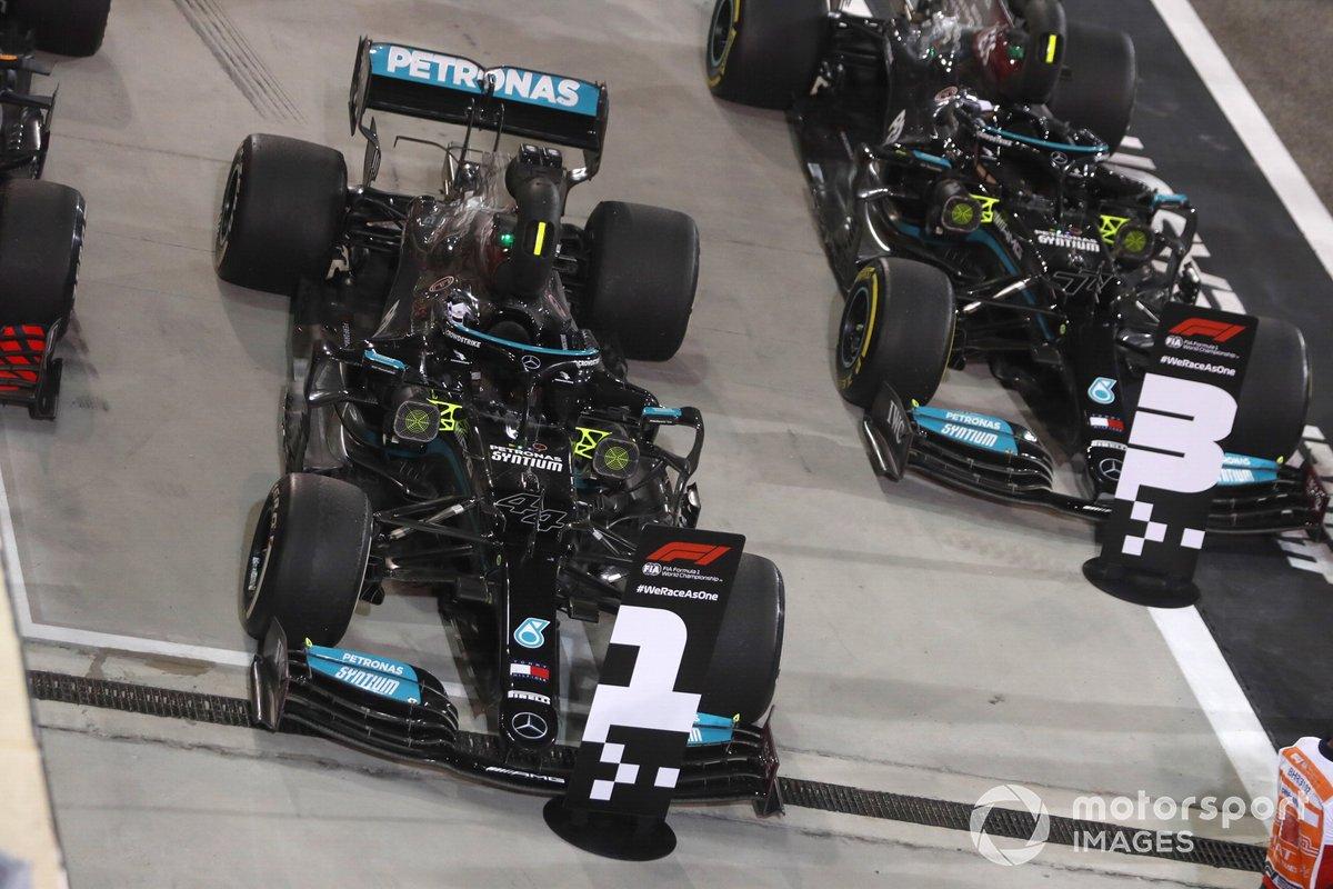 Los monoplazas del ganador Lewis Hamilton, Mercedes W12, el tercer lugar Valtteri Bottas, Mercedes W12, en Parc Ferme