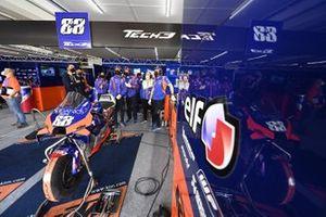 Red Bull KTM Tech 3 garage sfeer