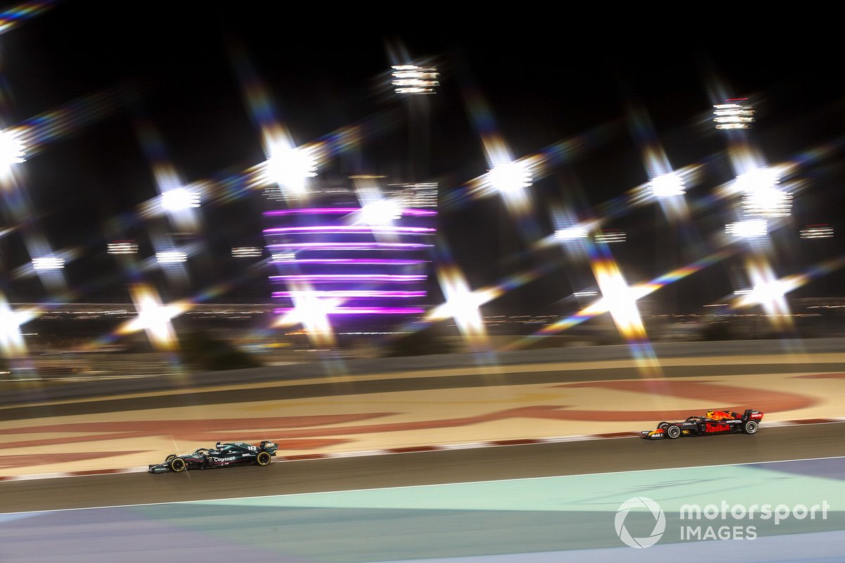 Lance Stroll, Aston Martin AMR21, Sergio Pérez, Red Bull Racing RB16B
