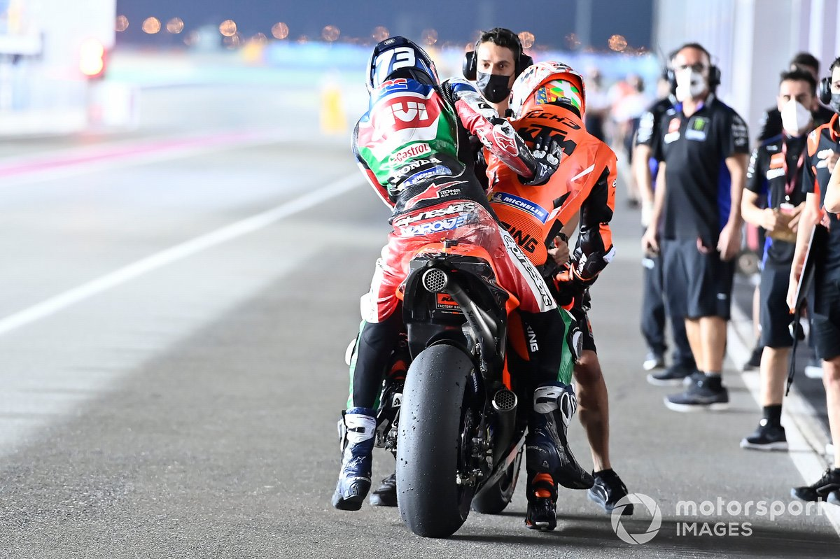 Iker Lecuona, KTM Tech3 gives Alex Marquez, Team LCR Honda a lift back after a crash