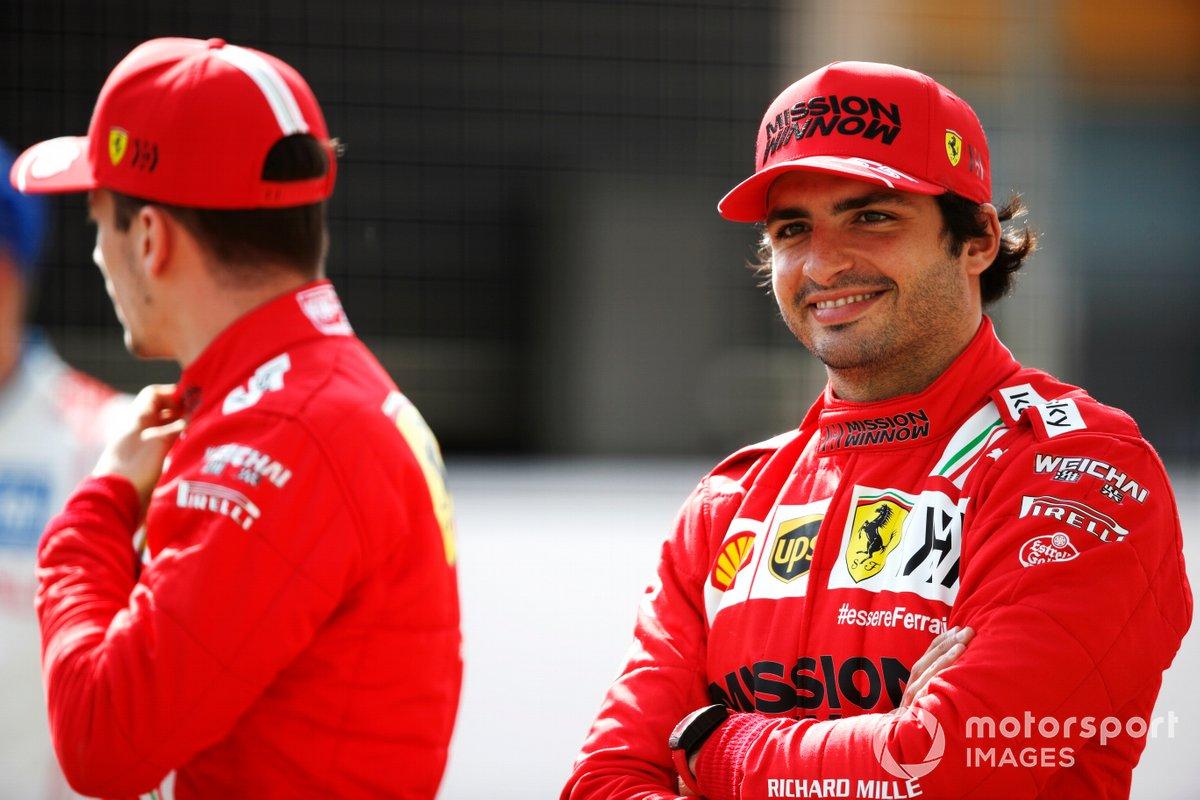 Charles Leclerc, Ferrari SF21 y Carlos Sainz Jr., Ferrari SF21
