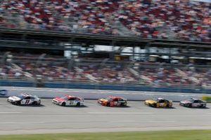 Denny Hamlin, Joe Gibbs Racing, Toyota Camry FedEx Ground, Matt DiBenedetto, Wood Brothers Racing, Ford Mustang Motorcraft Quick Lane