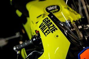 دراجة فريق سكاي رايسينغ بكسوة خاصة لفالنتينو روسي