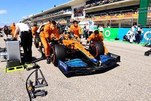 Lando Norris, McLaren MCL35M, arrives on the grid with mechanics