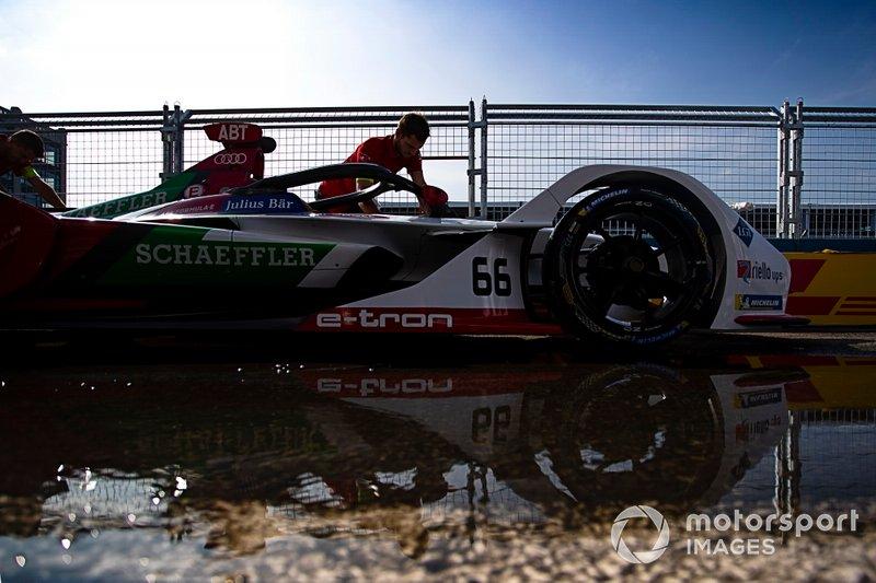 Mechanics push Daniel Abt's, Audi Sport ABT Schaeffler, Audi e-tron FE05 through the pit lane