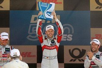 Podyum: Yarış galibi René Rast, Audi Sport Team Rosberg