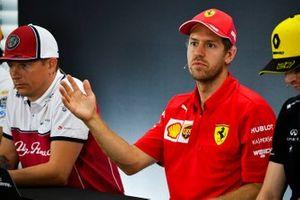 Sebastian Vettel, Ferrari ve Kimi Raikkonen, Alfa Romeo Racing basın toplantısında