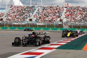 Kevin Magnussen, Haas F1 Team VF-19, leads Nico Hulkenberg, Renault F1 Team R.S. 19
