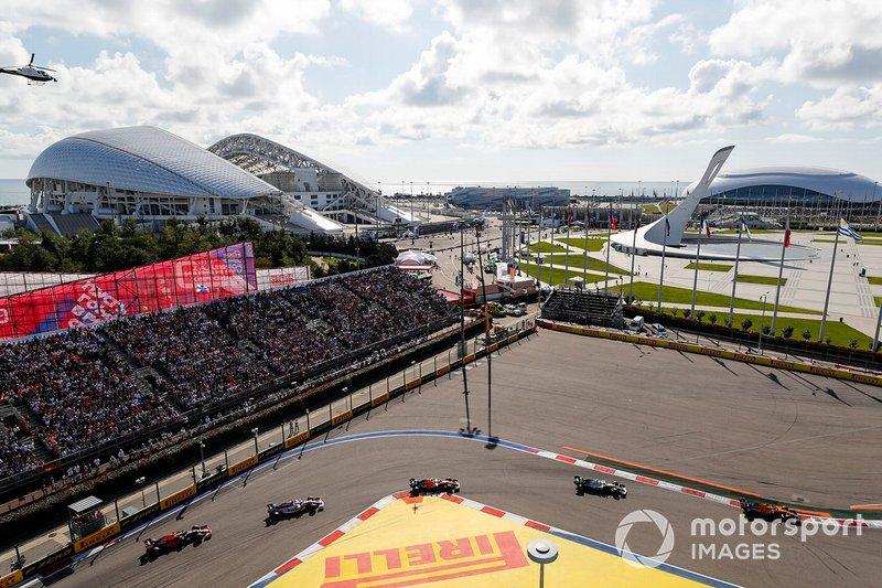 Carlos Sainz Jr., McLaren MCL34, Valtteri Bottas, Mercedes AMG W10, Lando Norris, McLaren MCL34, Sergio Perez, Racing Point RP19, Max Verstappen, Red Bull Racing RB15