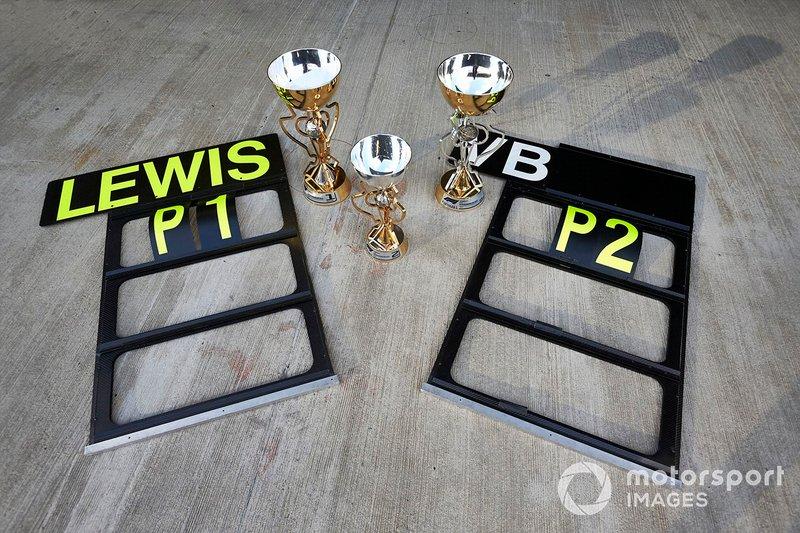 Los tableros de pits y trofeos para Mercedes AMG F1