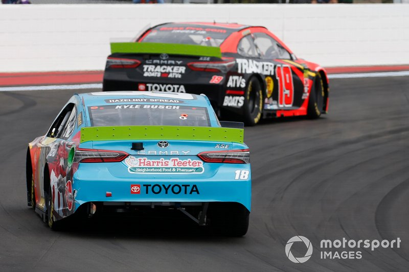 Kyle Busch, Joe Gibbs Racing, Toyota Camry M&M's Hazelnut Martin Truex Jr., Joe Gibbs Racing, Toyota Camry Bass Pro Shops