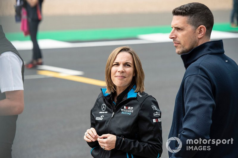 Claire Williams, directora de Williams Racing y Marc Harris