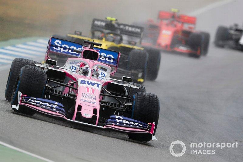 Sergio Perez, Racing Point RP19, precede Nico Hulkenberg, Renault F1 Team R.S. 19, e Charles Leclerc, Ferrari SF90
