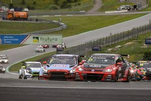 Luca Engstler, M1RA Motorsport Hyundai i30 N TCR, Gianni Morbidelli, WestCoast Racing Volkswagen Golf GTI TCR