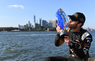 Jean-Eric Vergne, DS TECHEETAH, with his championship trophy