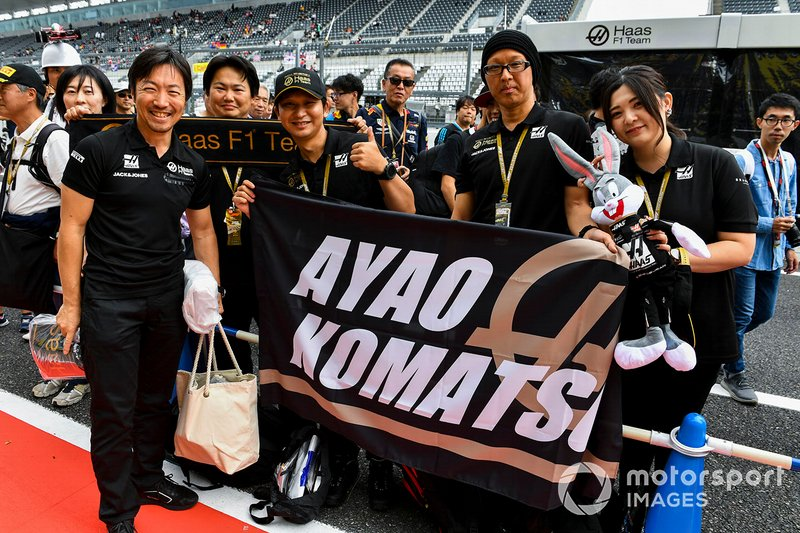 Ayao Komatsu, Chief Race Engineer Haas F1 Team with Fans