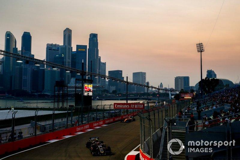 Kevin Magnussen, Haas F1 Team VF-19, Lando Norris, McLaren MCL34