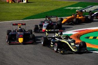 Юри Випс, Hitech Grand Prix, и Логан Сарджент, Carlin Buzz Racing