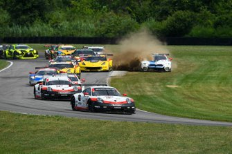 #912 Porsche GT Team Porsche 911 RSR, GTLM: Earl Bamber, Laurens Vanthoor, guidano il gruppo alla partenza della gara
