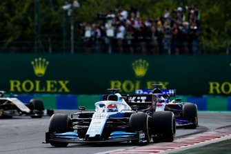 George Russell, Williams Racing FW42, leads Daniil Kvyat, Toro Rosso STR14