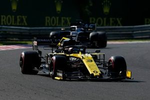 Daniel Ricciardo, Renault F1 Team R.S.19, voor Romain Grosjean, Haas F1 Team VF-19