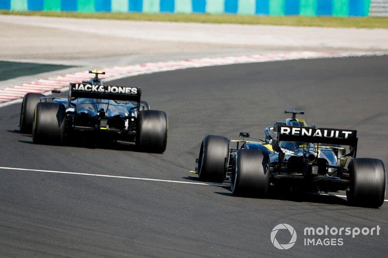 Kevin Magnussen, Haas F1 Team VF-19, Daniel Ricciardo, Renault F1 Team R.S.19