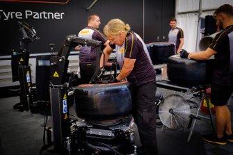 Personale Pirelli al lavoro