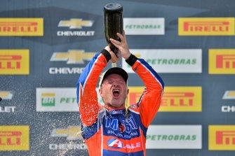 Rubens Barrichello comemora vitória no Velopark