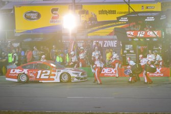 Ryan Blaney, Team Penske, Ford Mustang DEX Imaging pit stop, Sunoco
