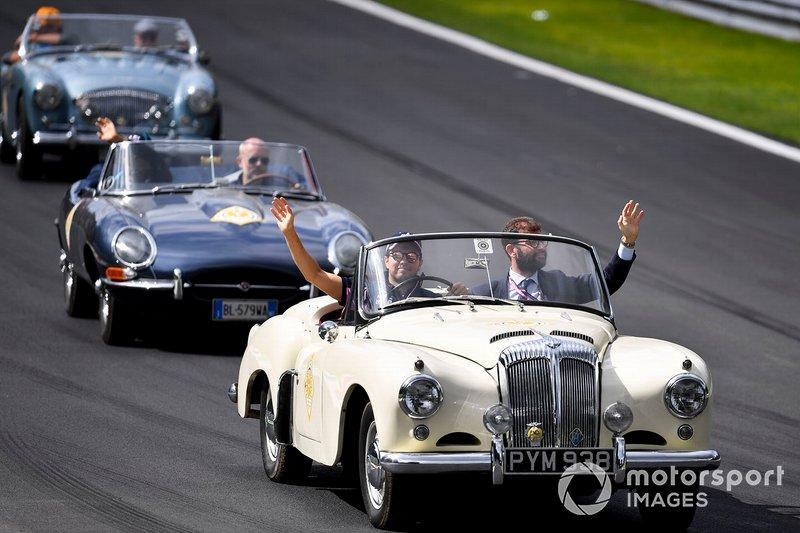 El desfile de pilotos