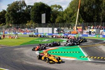 Start der Formel 2 2019 in Monza: Jack Aitken, Campos Racing, führt