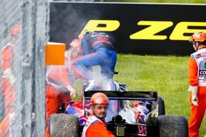 Daniil Kvyat, Toro Rosso STR14 retires from the race