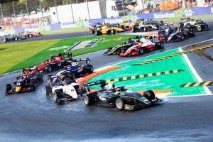 Start of the FIA Formula 3 race