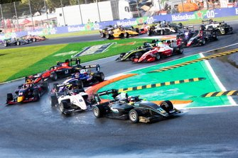 Start of the FIA Formula 3 race