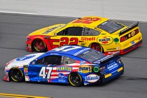 Ryan Preece, JTG Daugherty Racing, Chevrolet Camaro Kroger and Joey Logano, Team Penske, Ford Mustang Shell Pennzoil